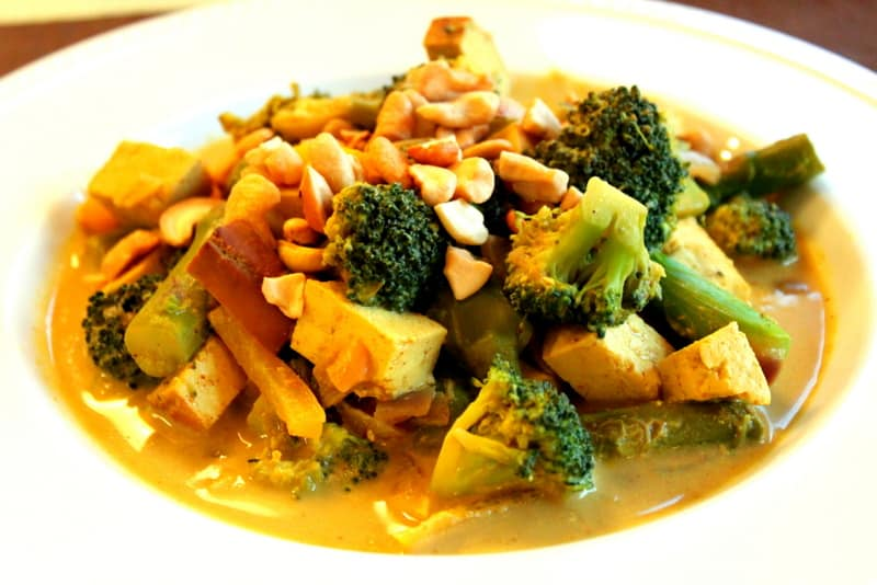 Thai Yellow Curry with Veggies, Cashews and Tofu — The Picky Eater ...