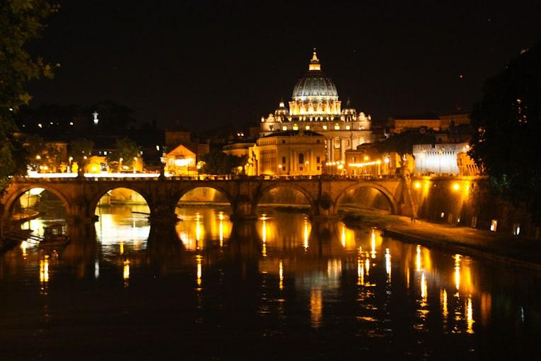 5 - tiber river + trastevere at night