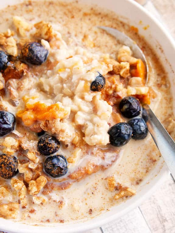 vegetarian breakfast recipes - pumpkin oatmeal