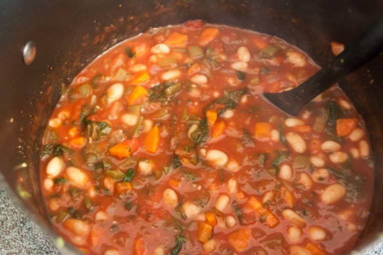Spicy tomato and white bean stew 1