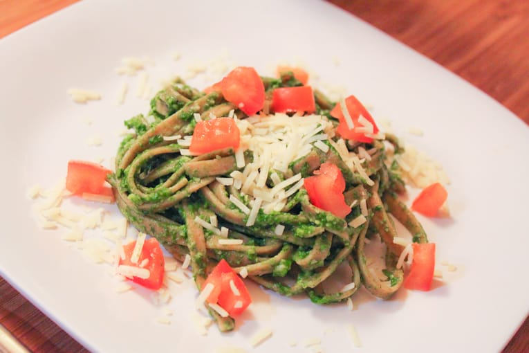 Whole Wheat Linguine with Spinach Herb Pesto. An easy healthy, tasty food and herb recipes for picky eaters #healthy #spinach #food