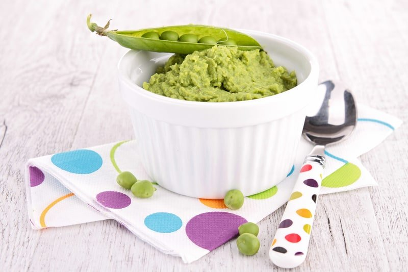 pea puree - homemade baby food organic, making baby food recipes, baby food puree, baby food ideas, baby food introducing, healthy baby food recipes