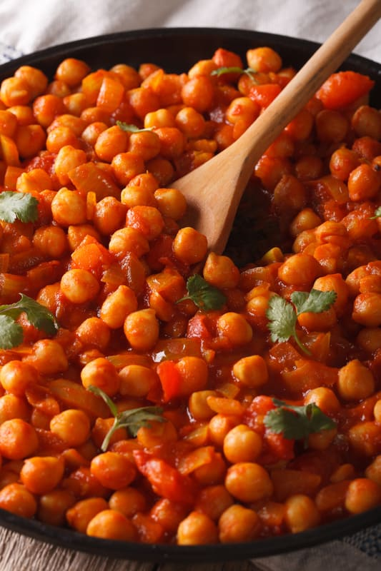 vegan chana masala recipe, served in a black bowl