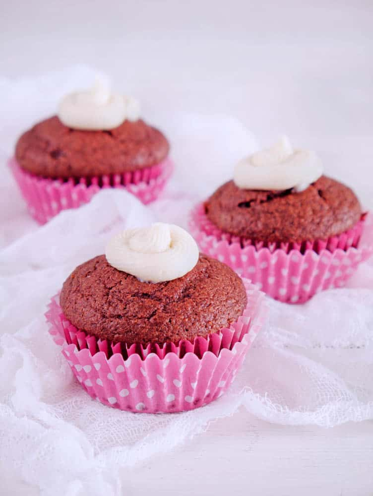 healthy red velvet cupcakes in pink wrappers, romantic desserts for two