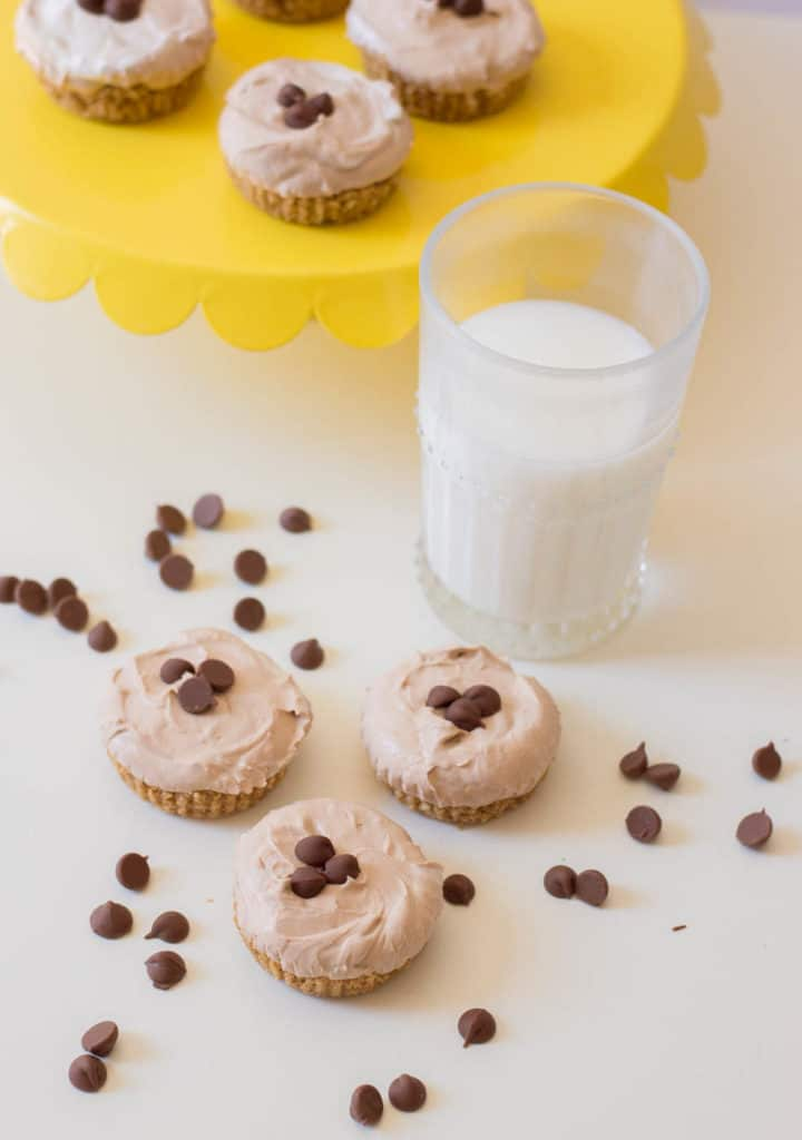 no bake chocolate cheesecake - mini cheesecakes served on a yellow tray with a glass of milk