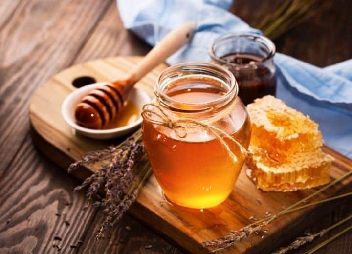 honey in jars served on wood tray - natural sugar vs. added sugar