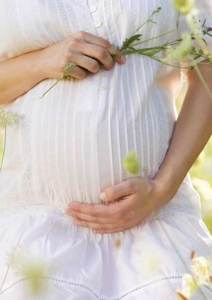 pregnant woman taking fertility supplements