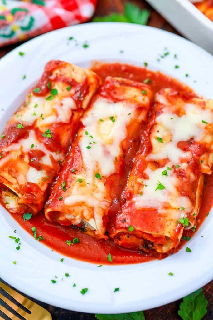 lasagna rolls - pasta rolls on a white plate
